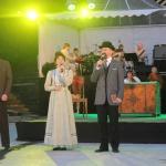 """2015. gada Kandavas novada svētki. Muzikālā mistērija """"Piederība"""". Lomās: Zigfrīds Muktupāvels (no kreisās) - atveido valodnieku Kārli Mīlenbahu, Ance Krauze (valodnieka sieva Marija Mīlenbaha) un Intars Rešetins (dzejnieks Rainis)."""