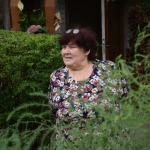 Valdeķu ielas 11 nama saimnieces Irīnas pārziņā ir ziedu dobes
