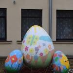 Raibās olas pie Valdeķu kultūras nama Kandavas pagastā