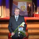 """Nominācijā """"Sporta entuziasts"""" balvas pasniedza ilggadējs sporta aktīvists Egīls Sudmalis. Pateicību saņēma Guntars Andriksons."""