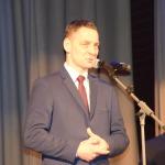 """Trīskārtējs Olimpisko spēļu dalībnieks Modris Liepiņš pasniedz balvas nominācijā """"Labākais treneris"""""""