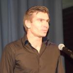 """Nominācijā """"Labākā komanda"""" balvas pasniedza Latvijas volejbola izlases spēlētājs Ansis Medenis"""