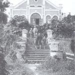Skats no Rūmenes muižas kungu mājas galvenajām trepēm 1930tie gadi. Foto: nezināms. I.Dišlere, A.Ozola.
