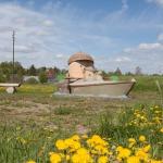 """2012. gada pavasaris. Z.Piņķa skulptūra """"Zīļuks laivo"""". Foto: Daiga Rēdmane"""