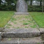 Piemiņas akmens pie Vānes luterāņu baznīcas
